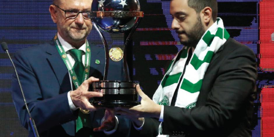 Chapecoense recibe trofeo