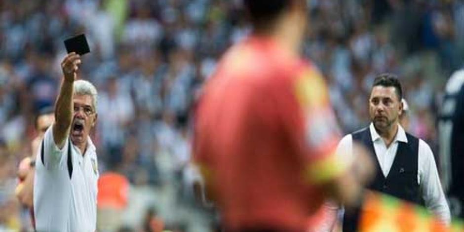 Suspenden a Tuca Ferretti dos partidos por llamar ratero a árbitro