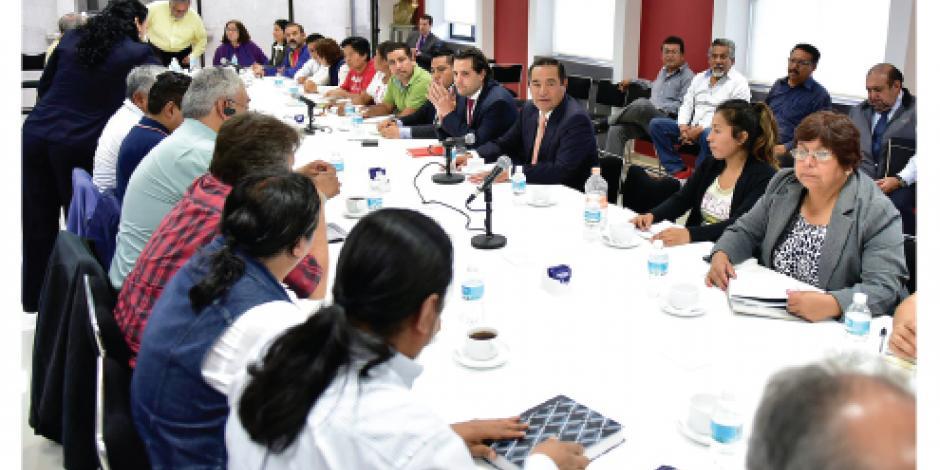 Diálogos entre CNTE y Segob ya suman 43 horas... y bloqueos siguen