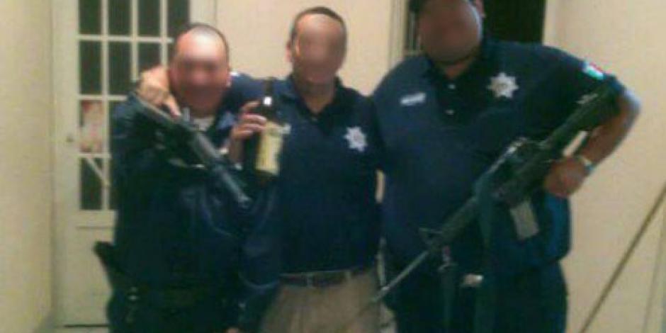 En activo, 2 de los 3 policías captados con chelas en Michoacán