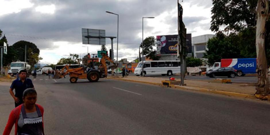 Con bloqueos, pobladores de Oaxaca piden realizar nuevos comicios