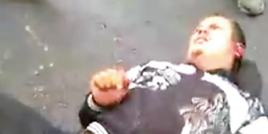 Pasajeros de autobús atrapan y tunden a golpes a asaltante