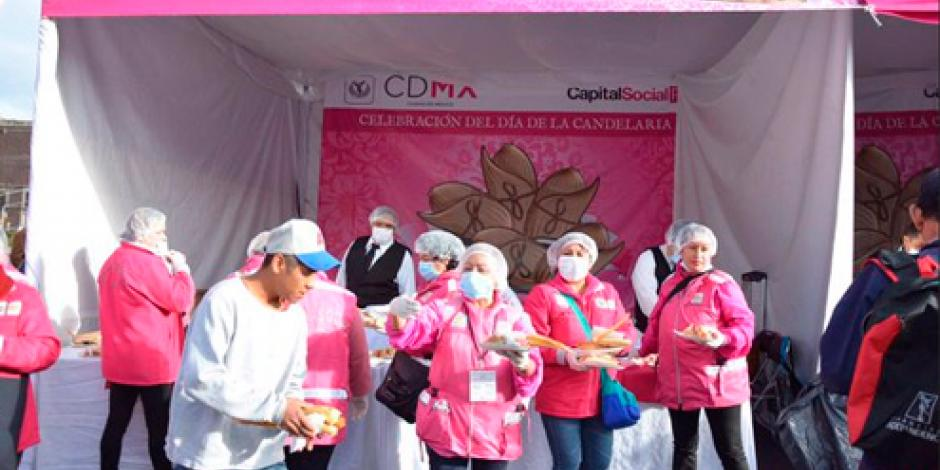 Realizan tamaliza en el Zócalo capitalino por Día de la Candelaria