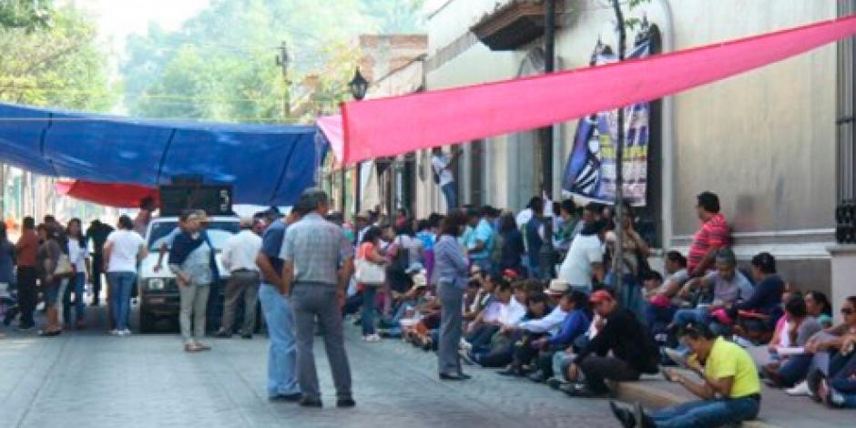 Sección 22 bloquea oficinas en Oaxaca por segundo día consecutivo