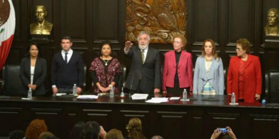 Encinas es elegido presidente de Asamblea Constituyente