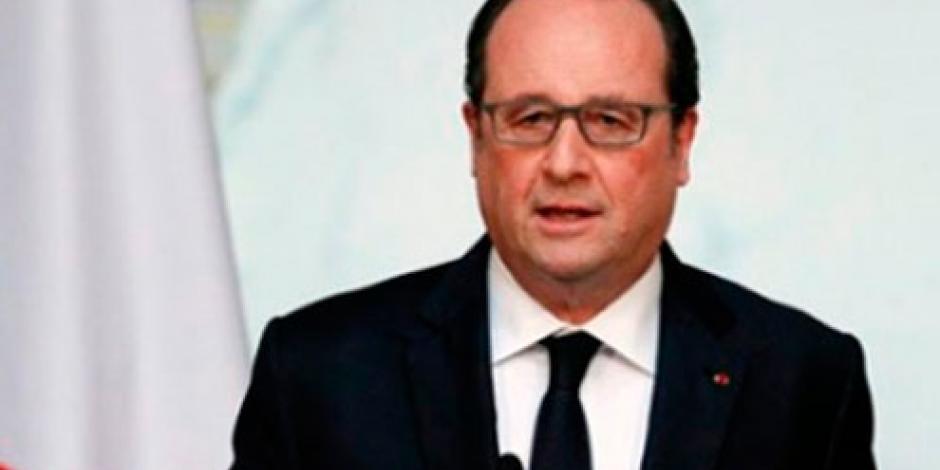 Presidente Hollande rechaza prohibir el burkini en playas francesas