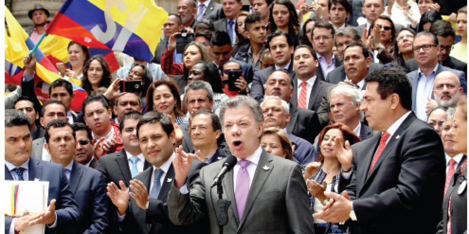 Santos alista referéndum con medio país en contra
