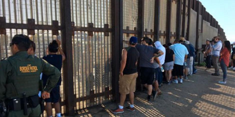 Abren puerta fronteriza para que niños se reencuentren con padres