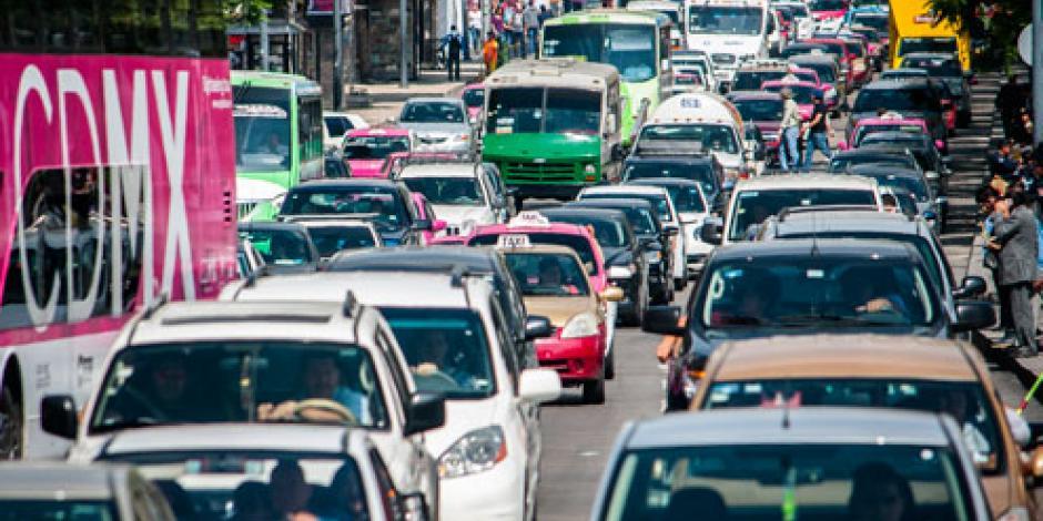 Este viernes no circulan autos con engomado azul