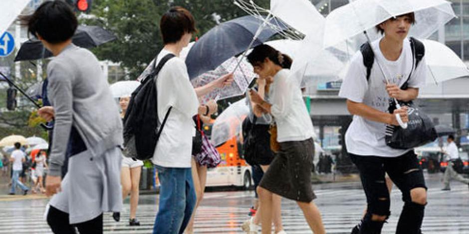 Impactan 3 tifones en una semana a isla japonesa
