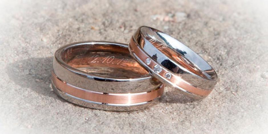 Mujer recupera su anillo de boda perdido entre 13 toneladas de basura