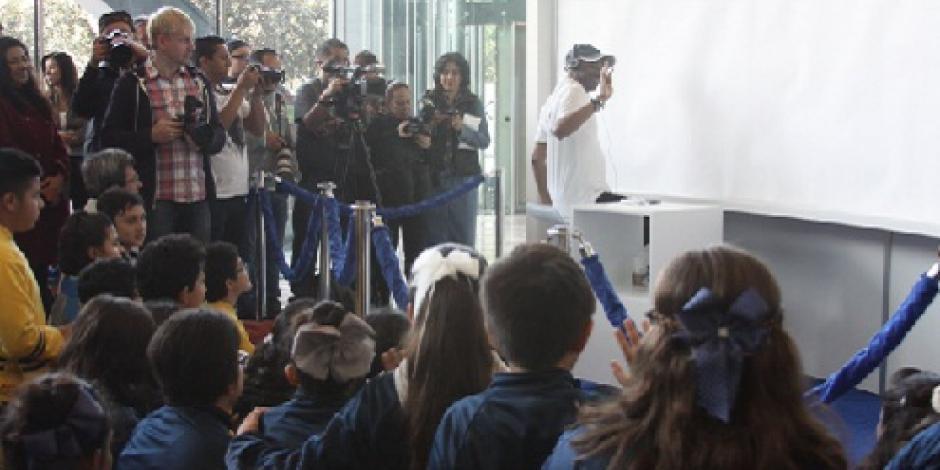 Artista británico realiza sus primeros trazos de la CDMX