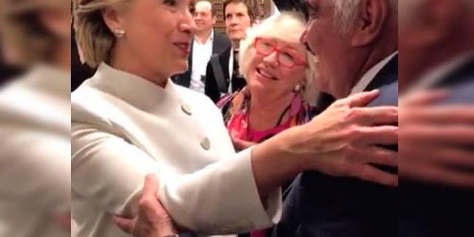 """VIDEO: Hillary agradece con abrazo a """"Chente"""" por canción que le dedicó"""