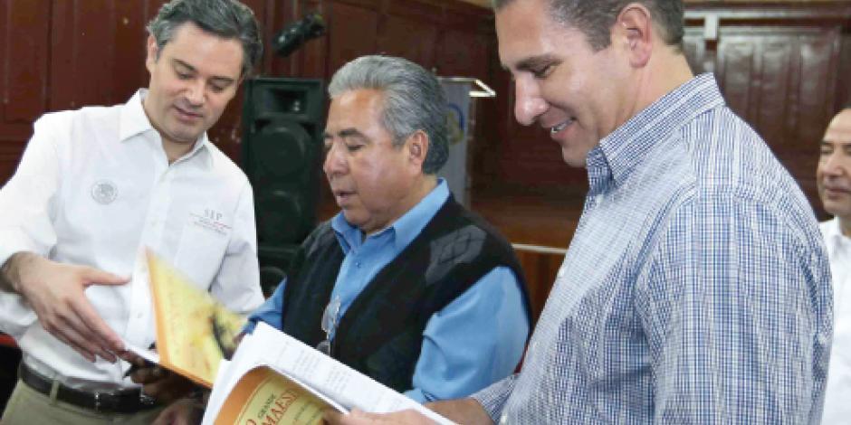 Abren diálogo con maestros en Puebla