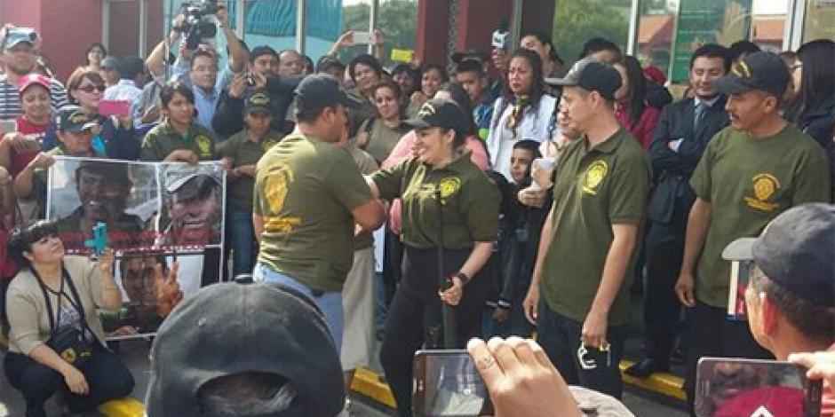Nestora Salgado deja la prisión de Tepepan