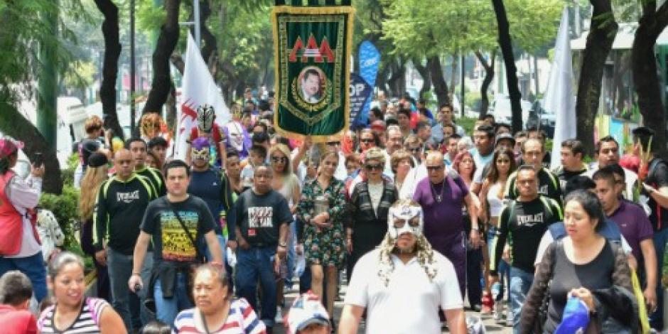 Luchadores de la AAA realizan peregrinación a La Villa