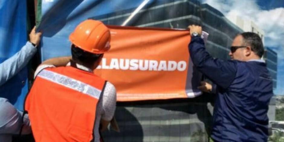 Detienen a 81 albañiles en Guadalajara por trabajar en obra clausurada