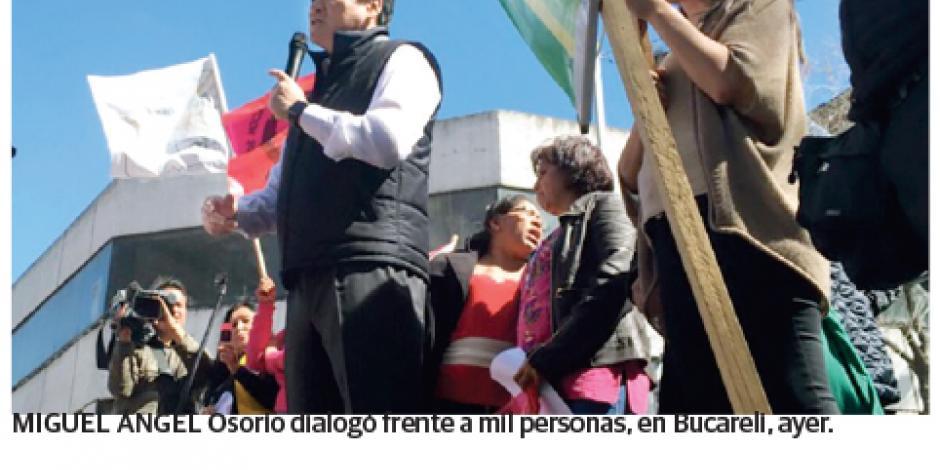 Osorio deja su oficina y atiende a quejosos