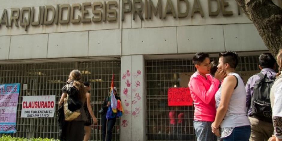 Comunidad gay clausura simbólicamente la Arquidiócesis