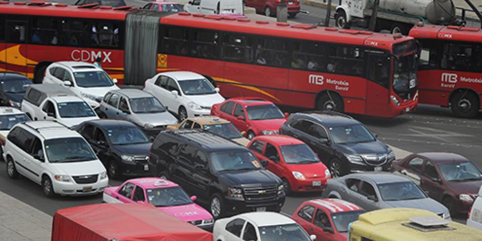 Tras Contingencia, hoy no circulan vehículos con engomado azul