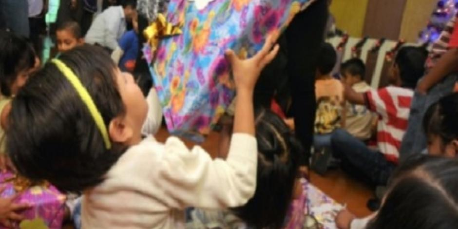 Reciben juguetes niños de internas de Santa Martha Acatitla