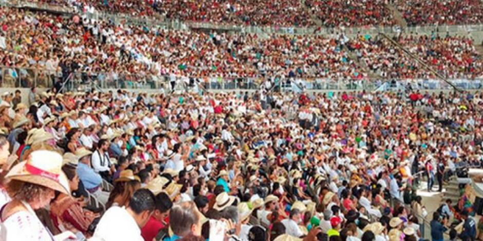 Pese a protesta de la CNTE, se celebra de la Guelaguetza