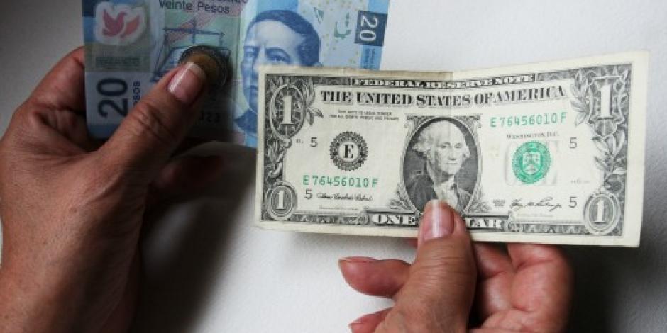 Dólar promedia 20.75 pesos a la venta en el AICM