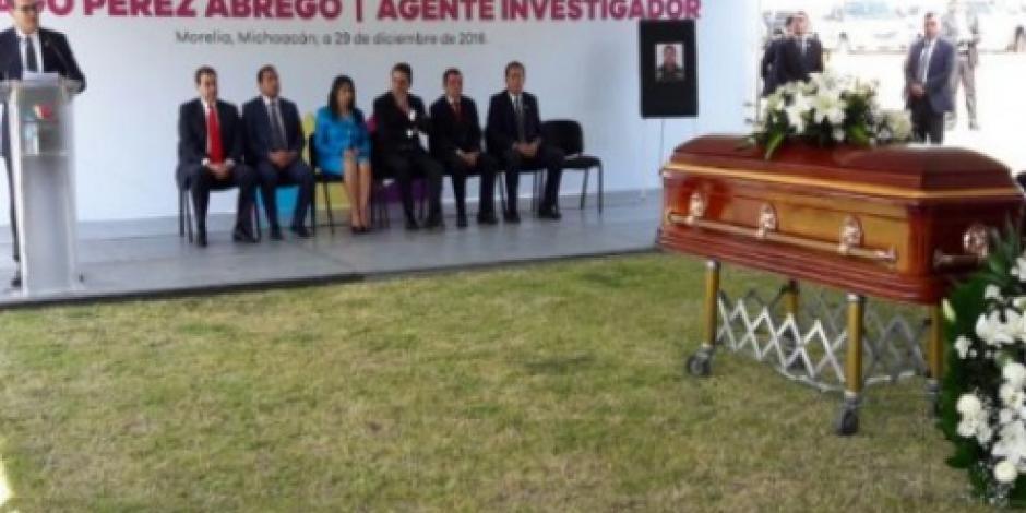 Rinden homenaje póstumo a agente antisecuestro asesinado en Michoacán