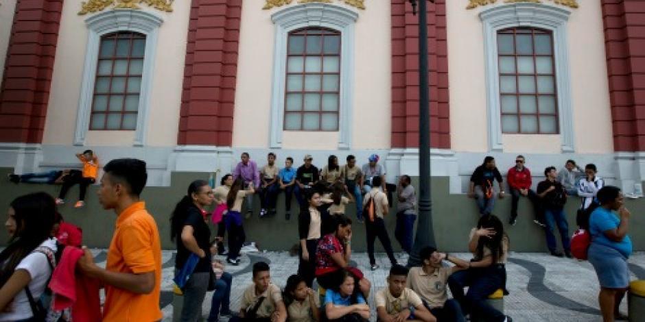 Emiten nuevos billetes de mayor denominación en Venezuela debido a la inflación
