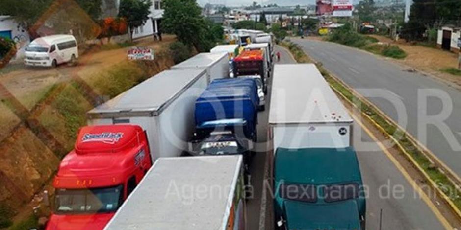 Por tercer día, maestros realizan bloqueos en Oaxaca