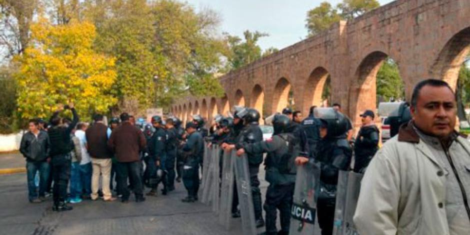 Repliegan a manifestantes en Morelia