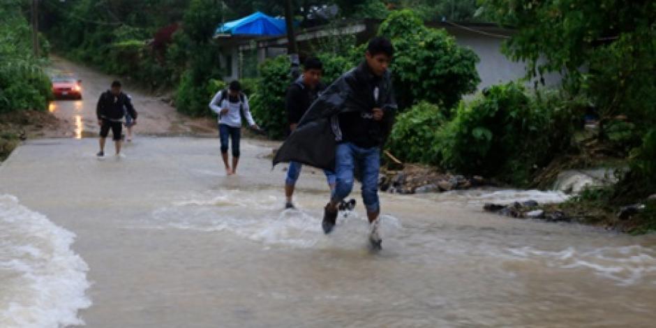Ordenan evacuar Los Cabos ante paso de tormenta Javier