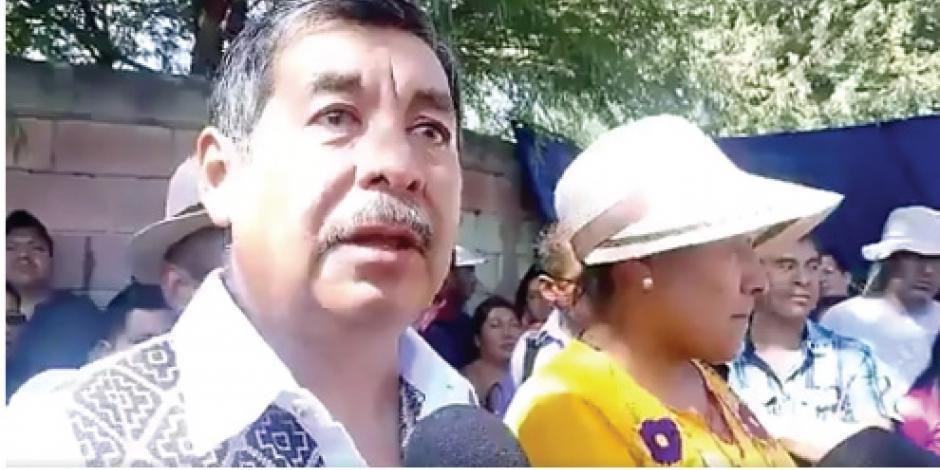 Líder de CNTE viola disposición de juez