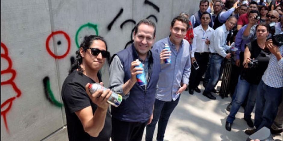 Eruviel pone en marcha #LaCalleEsTuya, mural de arte urbano