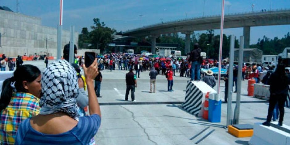 Manifestantes bloquean la carretera México–Cuernavaca