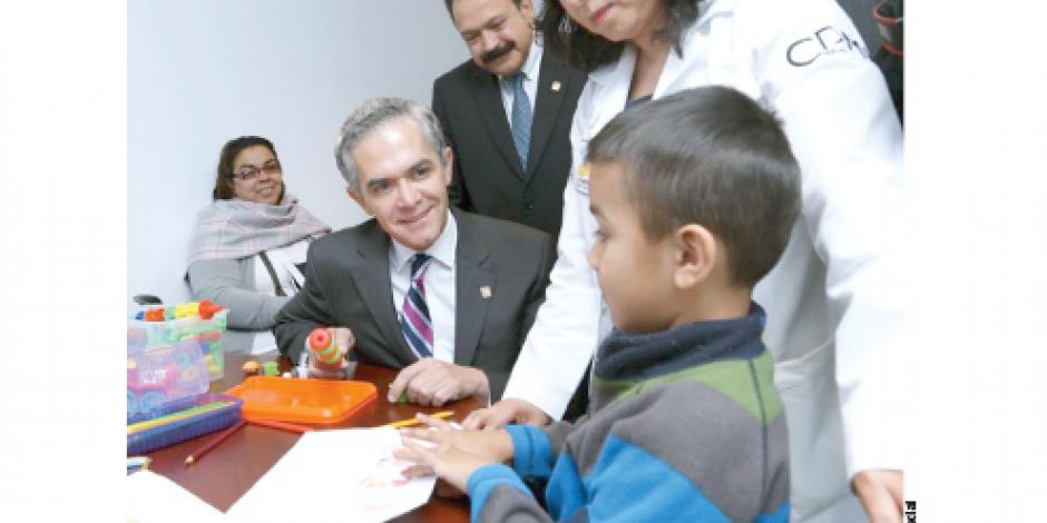 Mancera inaugura  primera clínica de autismo de CDMX
