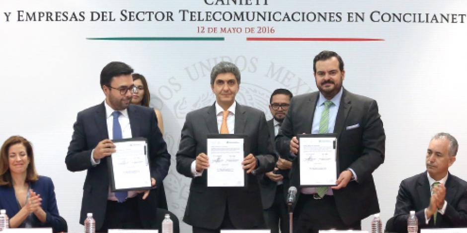Profeco firma convenio con telefónicas