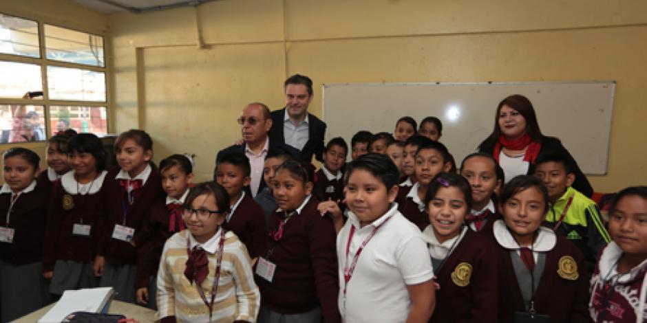 Visito escuelas para conocer necesidades, afirma Aurelio Nuño