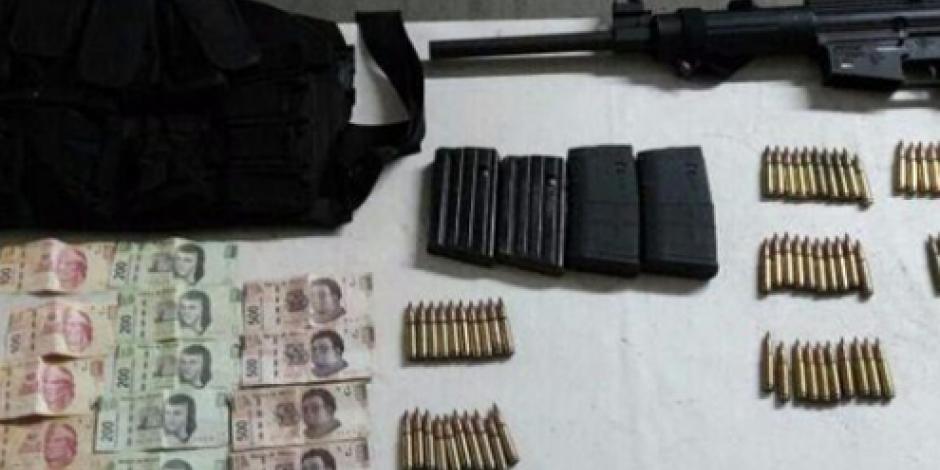 Aseguran armas de fuego y vehículos en Apatzingán