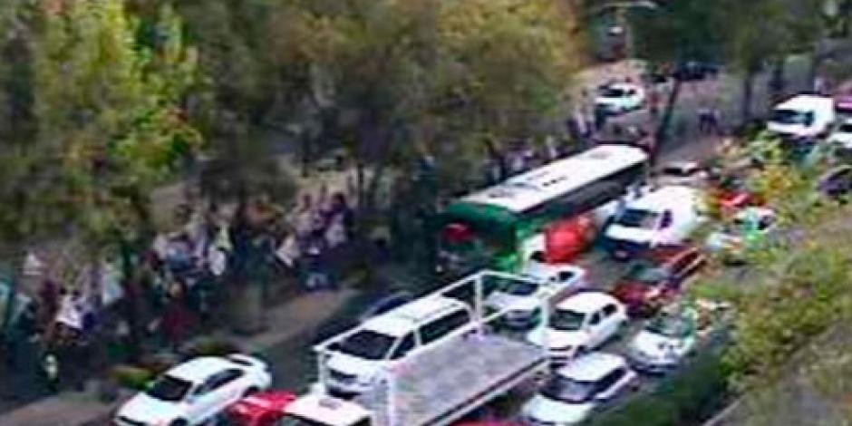 Campesinos avanzan por avenida Reforma