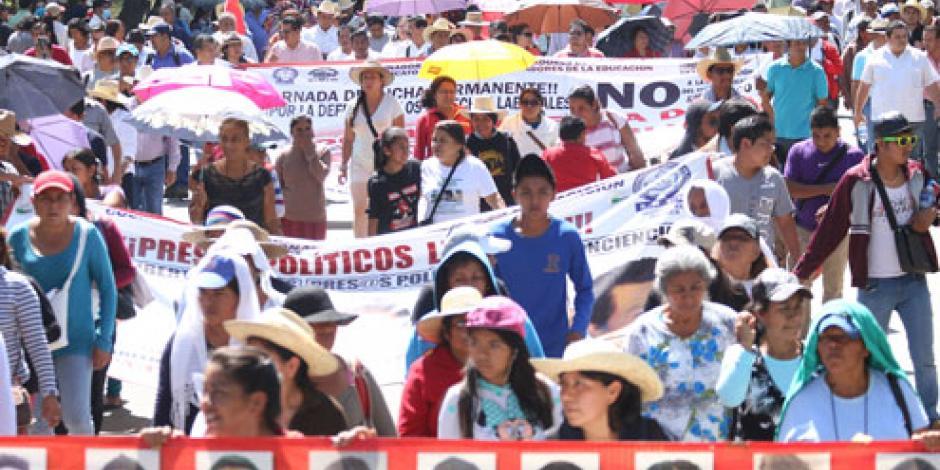 Descuentan pago quincenal a 28 mil maestros en Oaxaca por no dar clases