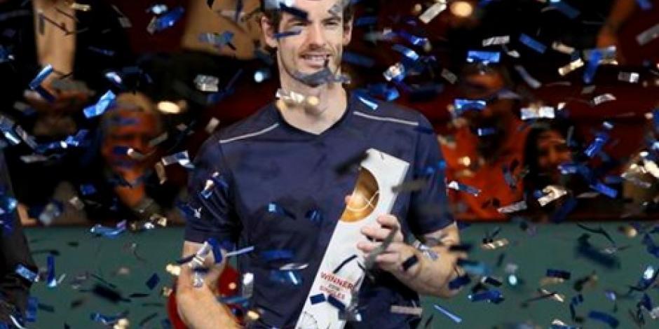 Murray gana en Viena y acecha a Djokovic por liderato