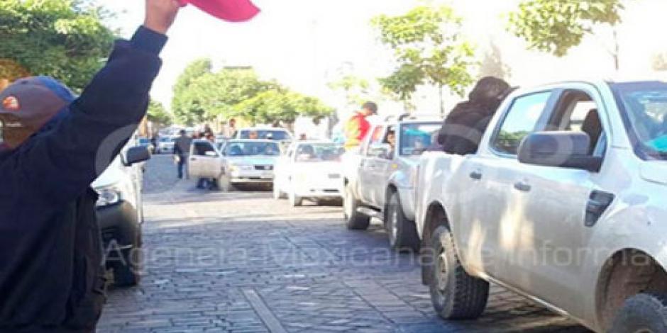 Sección 22 avanza en caravana motorizada rumbo a Nochixtlán