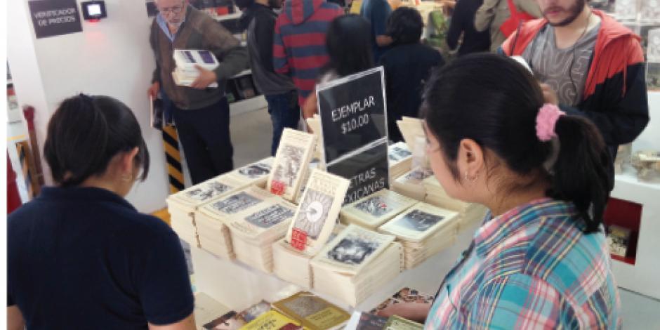 Fondo de Cultura Económica vende 5 mil libros en seis horas