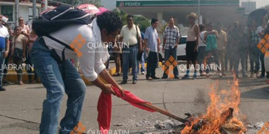 CETEG quema notificaciones de la SEP en Acapulco