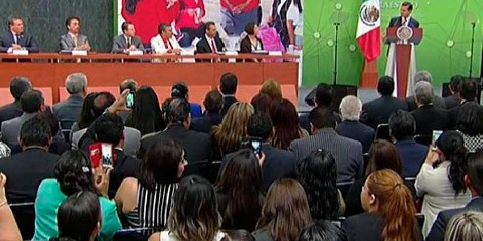 Maestros asumen reto transformador del siglo XXI, afirma EPN