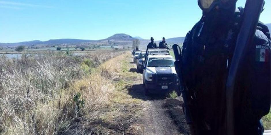 Abandonan taxi con 6 cuerpos en Michoacán