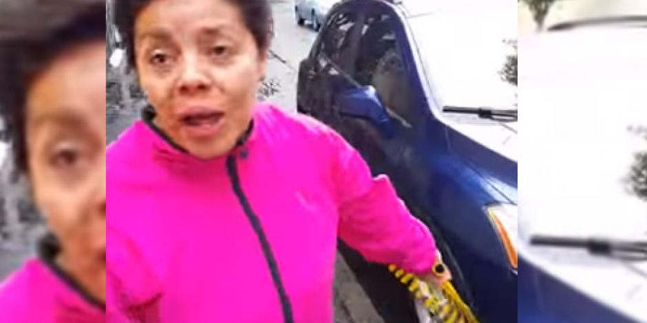 #LadyColadera le pega a conductor con un recogedor