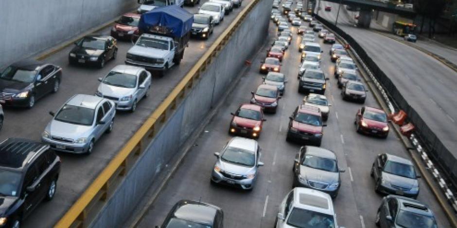 Este jueves no circulan los autos con engomado verde