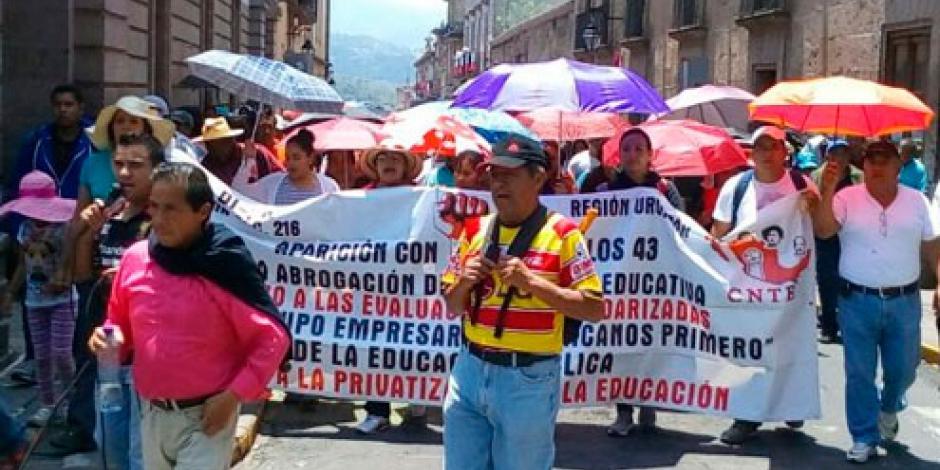 Marcha CNTE en Michoacán; provoca caos vial